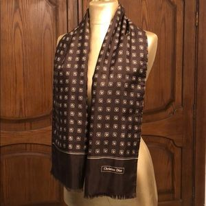Christian Dior wool and silk scarf in brown color
